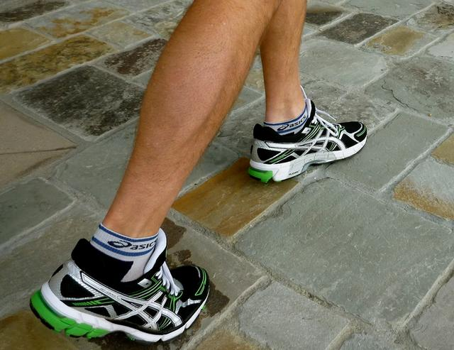ASICS 亚瑟士 GT-1000 男款跑步鞋